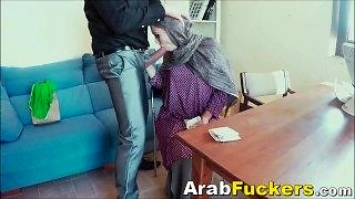 Arabian Immigrant Blows Big White Penis For Lunch Cash