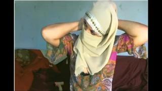 Pakistani Hottie Nipples Show From Arxhamster